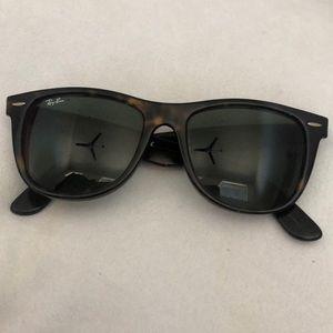 Ray Bans Sunglasses - Classic Wayfarer style